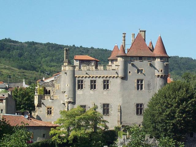 Château de Murol en Saint Amant