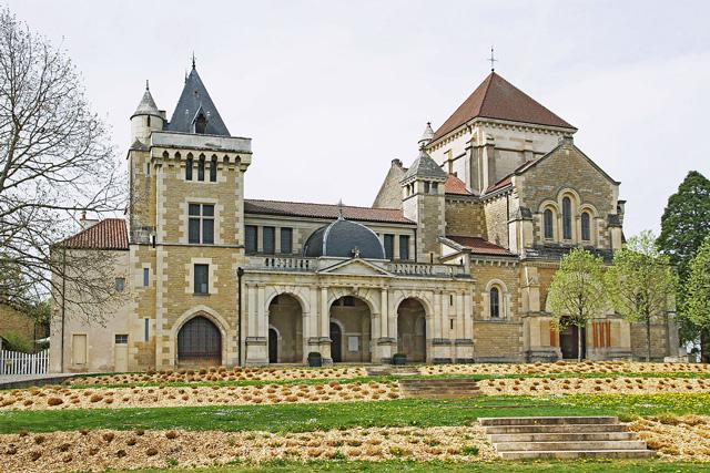 Château et basilique de Fontaine-lès-Dijon