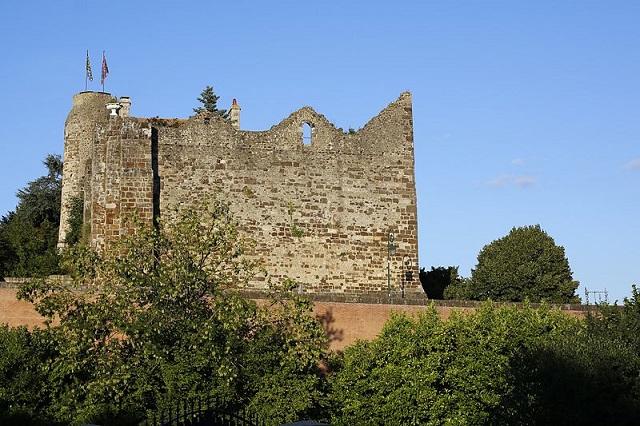 Château de Beaumont-sur-Sarthe
