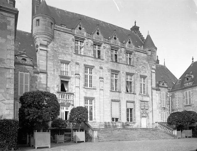 Château de Fresneaux-Montchevreuil